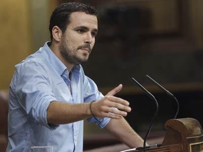 El diputado de IU Alberto Garzón, dirigiéndose a la vicepresidenta, el pasado miércoles, en el Congreso. EFE