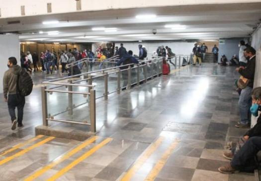 Registro de viajeros en el metro Pantitlán