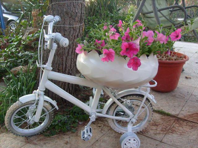 Como usar bicicleta pequeña como macetero en el jardin