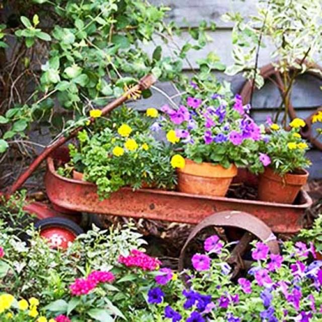 Decoracion de Jardines con carretas recicladas