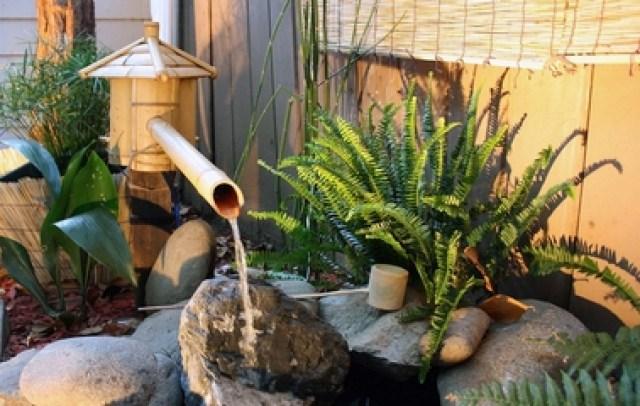 Foto de fuente de agua hecha con bambu