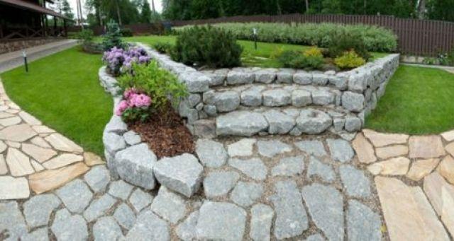Foto jardinera de piedras