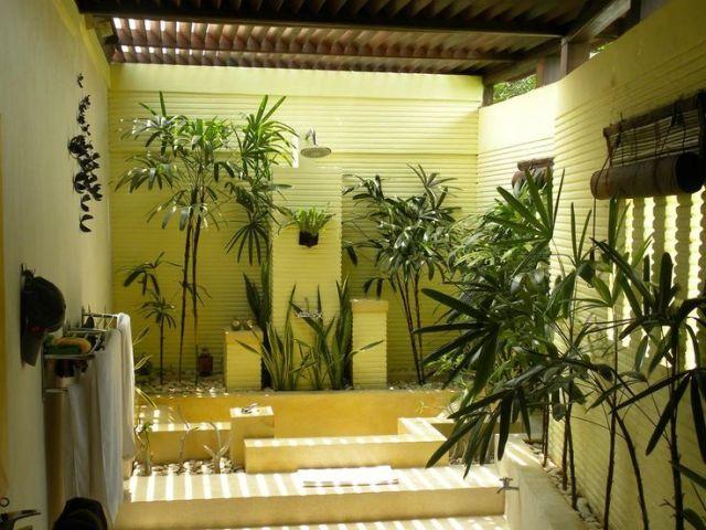 fotos de baños con jardin interior