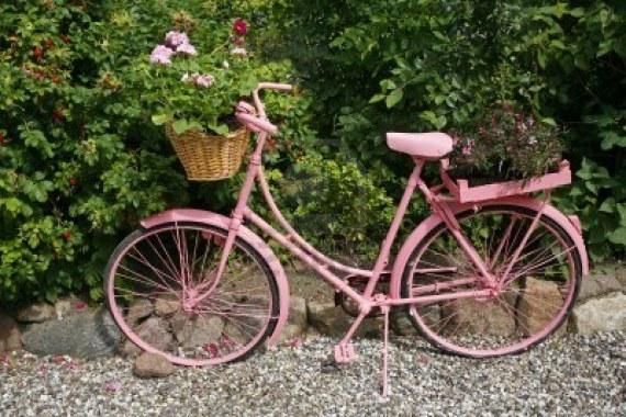 Fotos de bicicletas viejas para decorar jardines con flores
