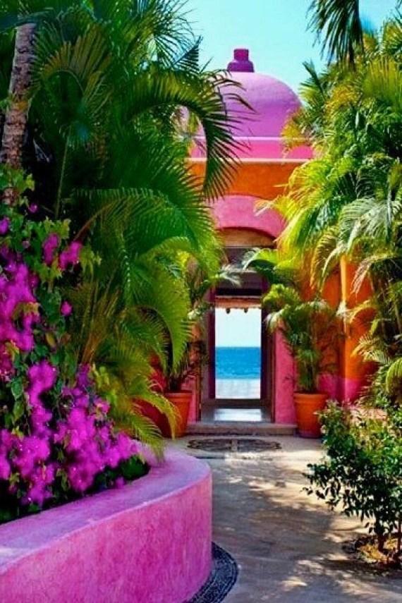Imagen de casa costera con jardines