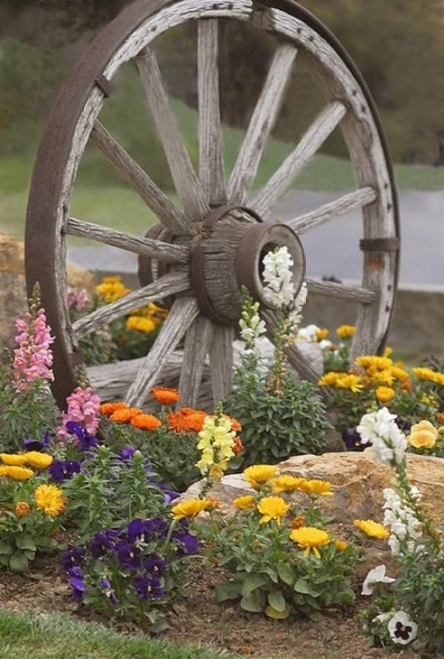 Imagenes con decoraciones para el jardin con ruedas recicladas