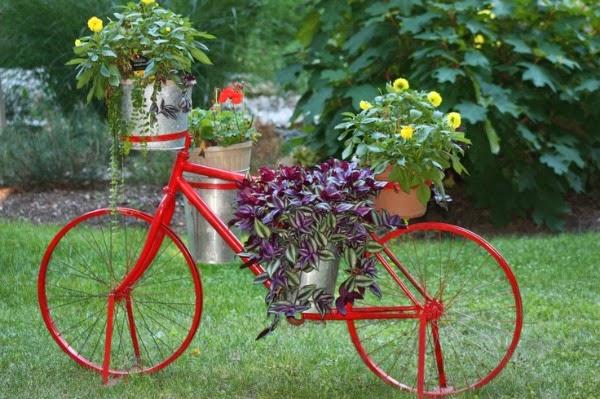 Imagenes de bicicletas recicladas para decorar el jardin
