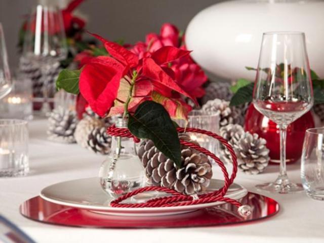 Decoraciones de la mesa en navidad con flores
