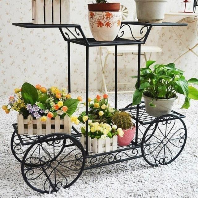 Figuras de hierro para decorar el jardin con plantas