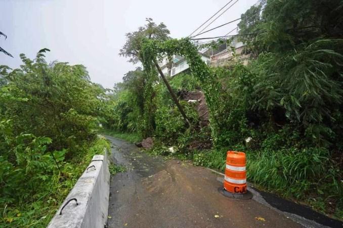 Cierran carretera PR-15 debido a un derrumbe