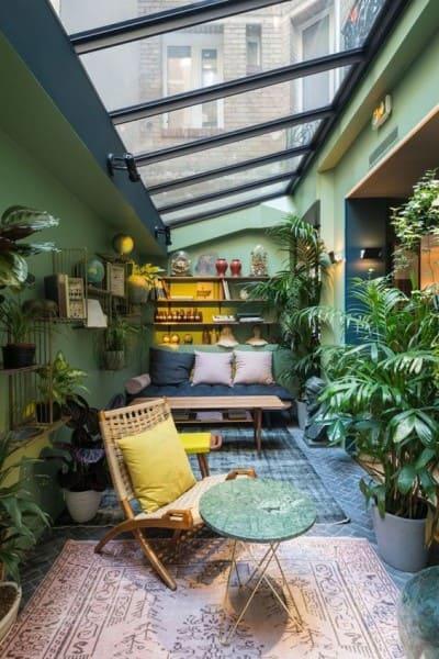 6. Paleta de cores frias e quentes: área externa com parede verde (foto: Revista Viva Decora 2)