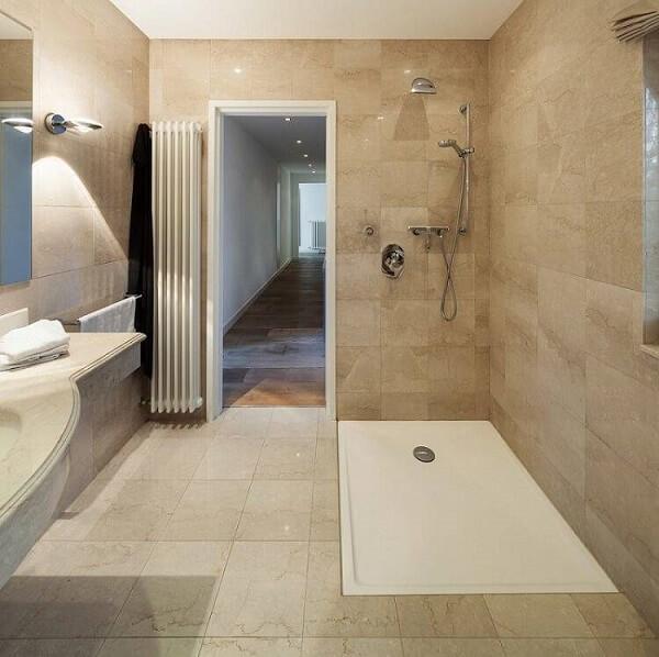 Piso para banheiro cerâmico grande