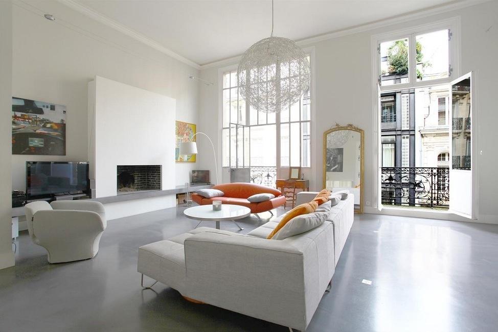 Emile-Garcin- Sala de estar com piso de cimento queimado