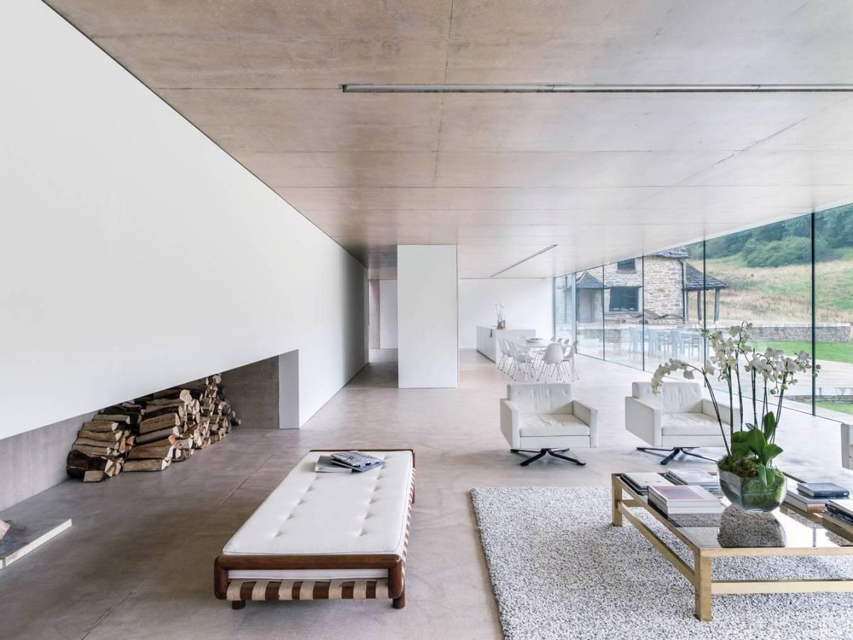 Found-House- Sala de estar com piso de cimento queimado