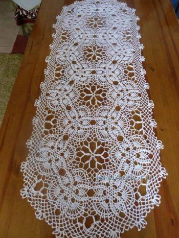 caminho de mesa de croche acom detalhes