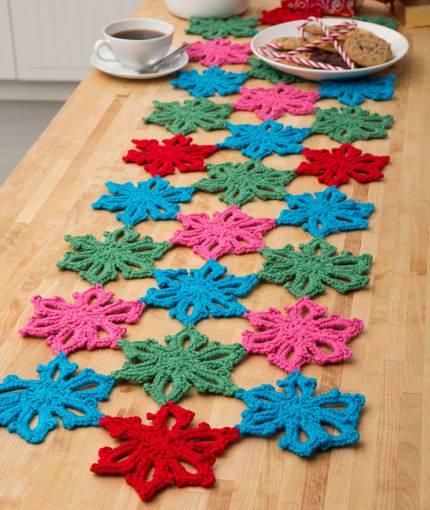 caminho de mesa de croche rosas vermeho azul