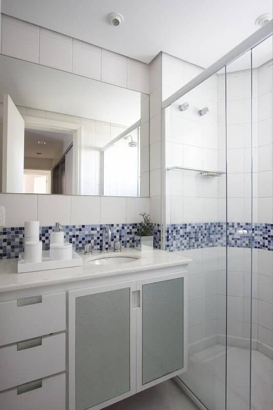 espelho para banheiro liso com pastilhas leo shehtman 1738