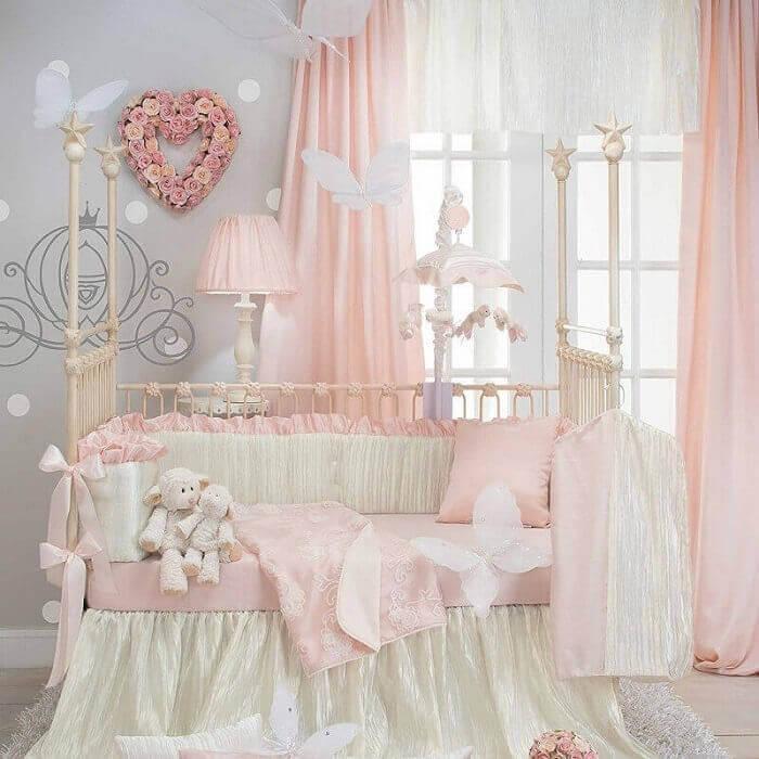 decoração de quarto de princesa em tom pastel