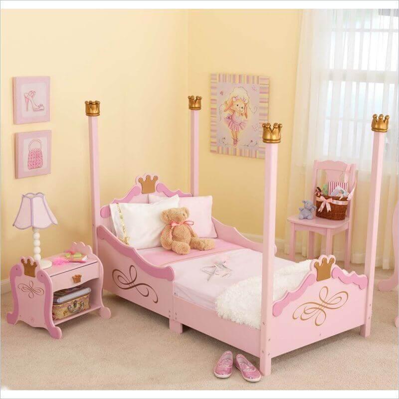 quarto de princesa com móveis cor de rosa