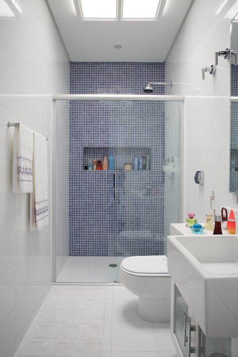 Banheiro com claraboia Projeto de Claudia Arakaki