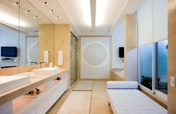 Banheiro de luxo com divã Projeto de AMFB Arquitetura
