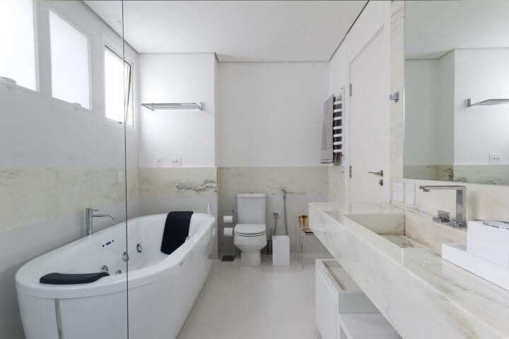 Banheiro de luxo pequeno Projeto de Marilia Veiga