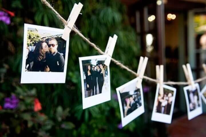 Decoração de aniversário simples com varal de fotos instantâneas