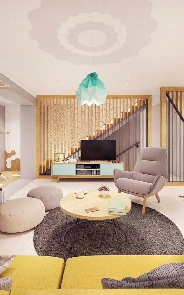 sala de estar moderna com rack retrô em tom pastel