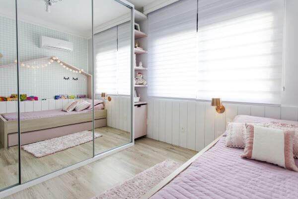 The children's wardrobe with sliding door and mirror brings the feeling of spaciousness in the room