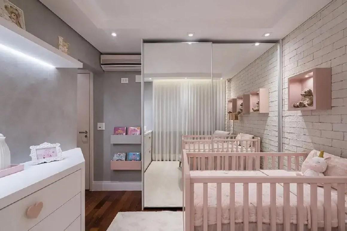 Female baby room furniture with mirrored wardrobe Foto KL Fotografia de Interiores