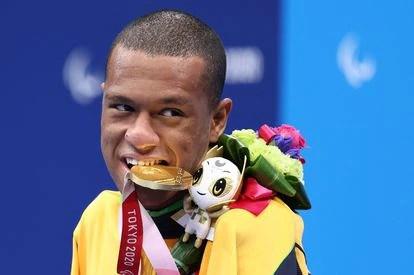 Gabriel Araújo conquistou um ouro neste domingo, dias após levar a medalha de prata.
