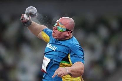 Alessandro Silva arremessa o peso e conquista a medalha de prata em Tóquio. Ele foi campeão paralímpico na Rio 2016.