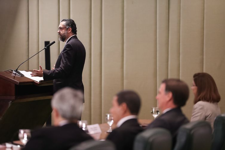 O ministro das Relações Exteriores, Ernesto Araújo, participa das celebrações do Dia do Diplomata, no Palácio Itamaraty, com a formatura dos alunos da turma Turma Aracy de Carvalho Guimarães Rosa (2017-2019) do Instituto Rio Branco.