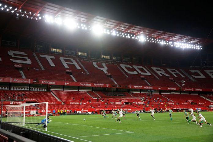 Lucas Ocampos marca primeira gol do Sevilla na retonada do campeonato espanhol.