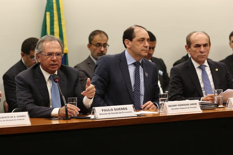 O ministro da Economia, Paulo Guedes, durante audiência pública na Comissão Mista de Orçamento. Guedes fala sobre o projeto de Lei de Diretrizes Orçamentarias (LDO) 2020.