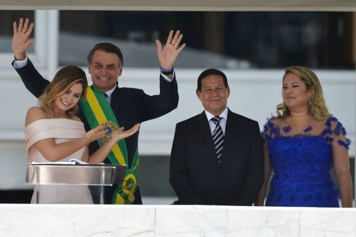 A primeira-dama Michelle Bolsonaro, fez discurso em Libras (Língua Brasileira de Sinais), no parlatório do Palácio do Planalto durante solenidade de posse do marido, presidente Jair Bolsonaro.