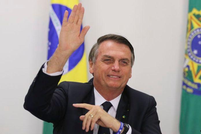 O presidente Jair Bolsonaro participa de videoconferência com escola atendida pelo programa Gesac.