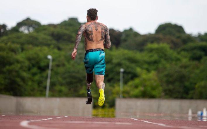 07.12.20 - Treino do Atletismo na pista do Centro de Treinamento Paralímpico Brasileiro. VINICIUS RODRIGUES. Foto: Ale Cabral/CPB.