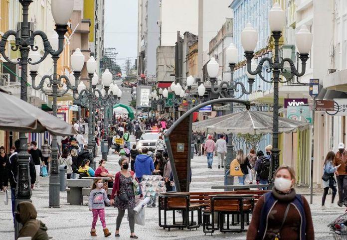Cenas da cidade de Florianópolis e o novo comportamento das pessoas se adaptando com a rotina uma pouco mais flexibilizada após a quarentena