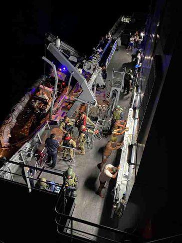 Em inédita cooperação internacional, Marinha e Polícia Federal interceptam embarcação carregada com cocaína