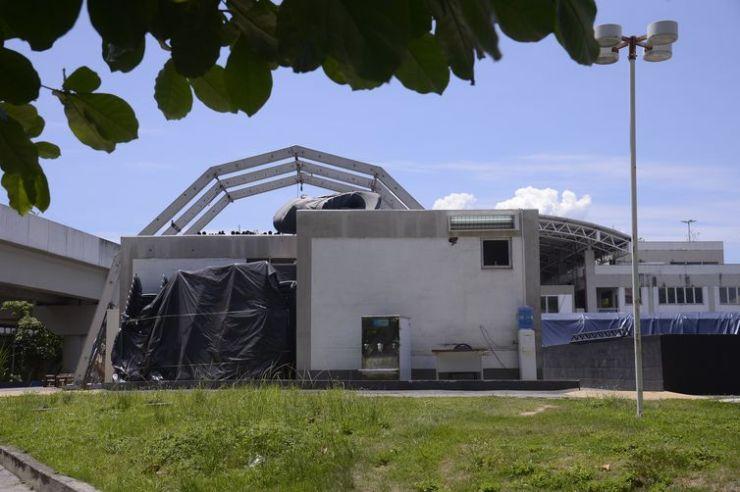 Tenda da Escola Nacional do Circo é desmontanda, na Praça da Bandeira, no Rio de Janeiro.