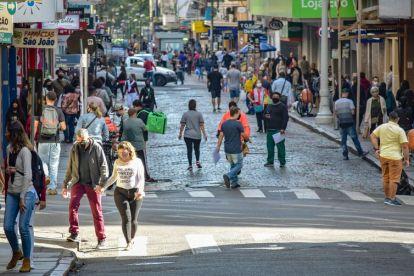 Movimentação no centro de Porto Alegre