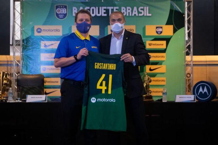 Gustavinho, técnico da seleção brasileira masculina de basquete, e Rogério Sampaio, diretor geral do COB