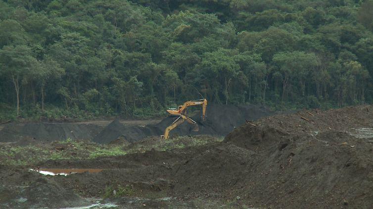 Buscas por desaparecidos após rompimento de barragem em Brumadinho continuam