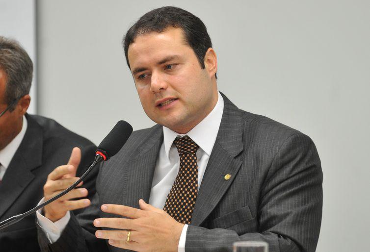 Renan Filho assume Alagoas prometendo investir em educação