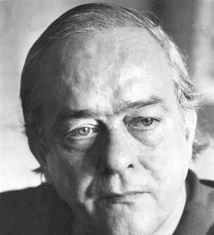 Vinícius de Moraes, conhecido pelas canções de amor, é um cânone da literatura brasileira