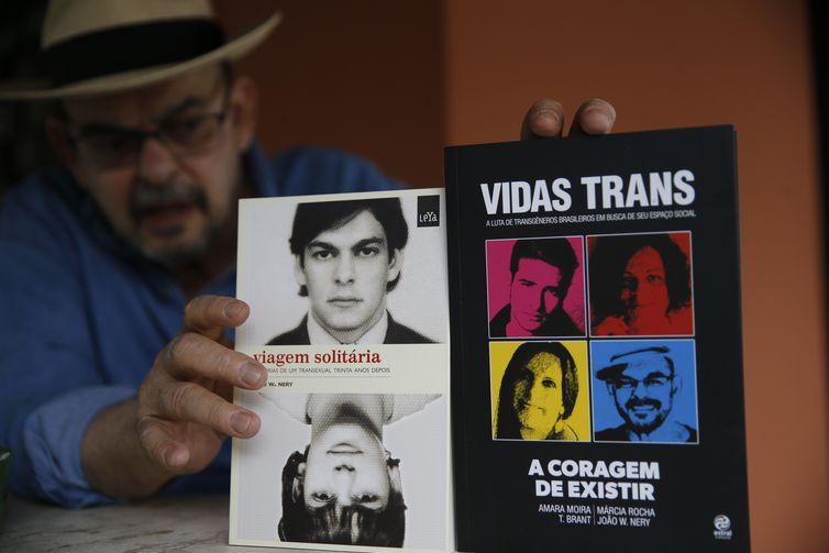 Psicólogo e escritor transexual João W. Nery, primeiro transgênero masculino a ser operado no Brasil, em redesignação sexual feita no ano de 1977, que aos 68 anos enfrenta câncer cerebral estágio 3.