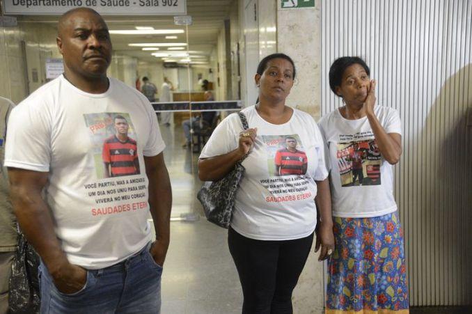 Parentes dos jogadores vítimas de incêndio no centro de treinamento Ninho do Urubu deixam o Tribunal de Justiça (TJ) do Rio de Janeiro após audiência de mediação com o Clube de Regatas do Flamengo.