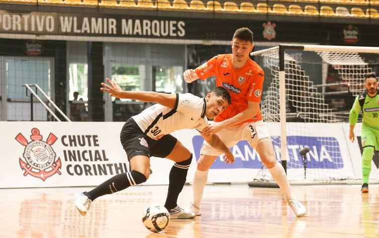 Carlos Barbosa-RS e Corinthians decidem vaga na semifinal da LBF
