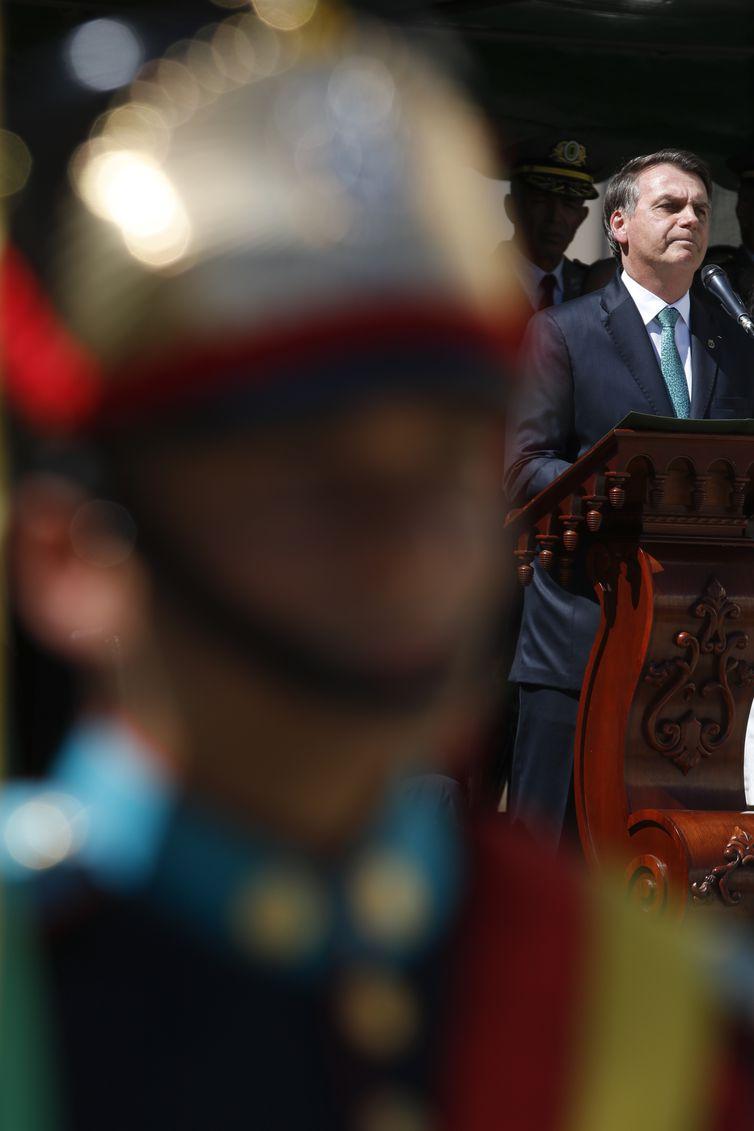 O presidente da República, Jair Bolsonaro, participa da entrega do espadim aos cadetes da Academia Militar dos Agulhas Negras (Aman).